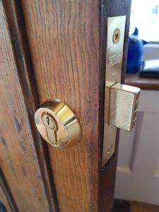 yale 84 brass nightlatch
